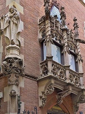 Els Quatre Gats - Facade of Casa Martí, Sculpture of Saint Joseph