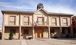 Casa consistorial de Navalmanzano.jpg