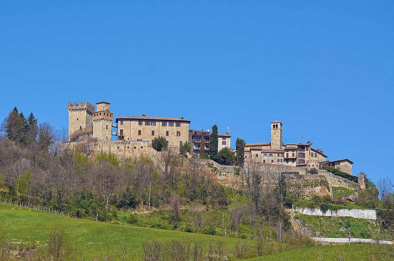 Castello di Vigoleno - panoramio.jpg