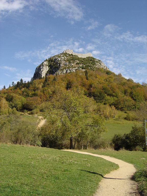 Vista del Castillo de Montségur, fortaleza-santuario del catarismo.