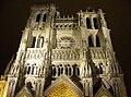 Cathedrale d'Amiens - facade de nuit.jpg