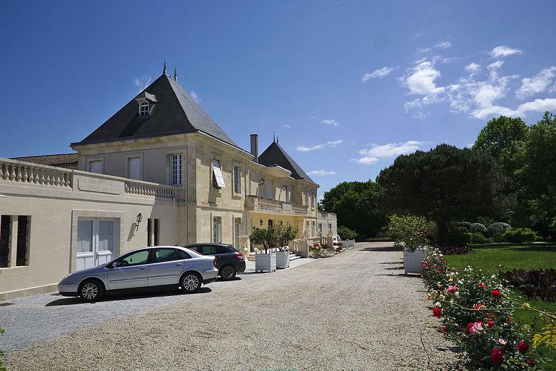 File:Château d'Arcins vue latérale.jpg