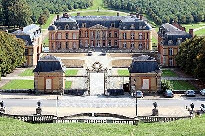 Comment aller à Château de Dampierre en transport en commun - A propos de cet endroit