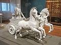 Char conduit par la Victoire et portant le génie des arts (Louvre, M 1602 B).jpg