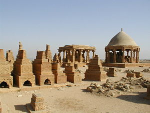 English: Tombs and graves at Chaukundi. Pictur...