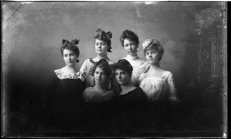 File:Children of Mrs. Fred Nagel 1903 (3192678774).jpg