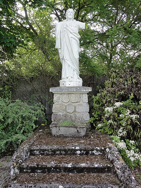 Condé-sur-Suippe (Aisne) Statue Sacré-Coeur