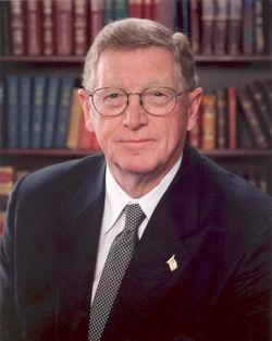 Conrad Burns official portrait.jpg