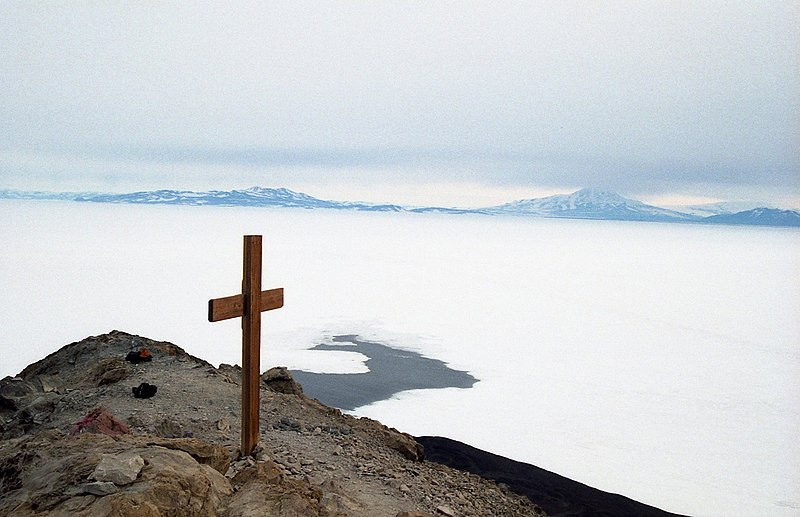 File:Cross on Observation Hill, McMurdo Station.jpg