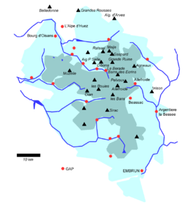 Principal summits of the Écrins, together with the national park boundaries