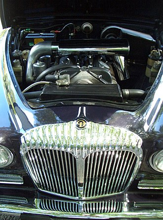 Daimler Sovereign - Sovereign engine bay