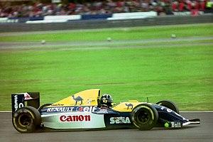 Williams FW15C - Image: Damon Hill Williams FW15C at the 1993 British Grand Prix (33557427941)
