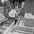De houtzagerij met een cirkelzaag, Bestanddeelnr 252-4832.jpg