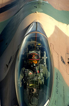 Un avion de chasse - 5 4