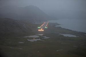 Honningsvåg Airport, Valan - Approach at dusk