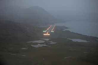 Honningsvåg Airport, Valan - Approach at dusk