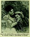 Die Frau als Hausärztin (1911) 130 Schwester beruhigt Zahnschmerzen des Jungen.png