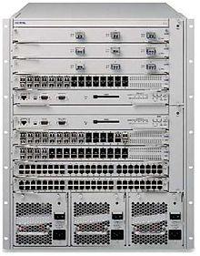 Router Avaya - Si notano le porte delle interfacce e le prese d'aria delle ventole di raffreddamento in basso