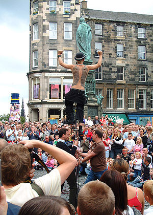 Street performer on the Royal Mile, Edinburgh,...