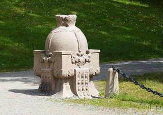 File:Edsbergs slott riksäpplet 2014a jpg - Wikimedia Commons