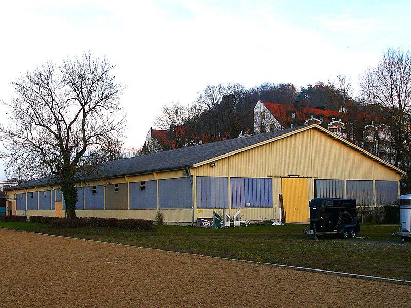File:Ehem. Landgestüt Landshut Reithalle.JPG