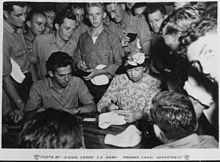 https://upload.wikimedia.org/wikipedia/commons/thumb/b/b0/Eleanor_Roosevelt_in_Galapagos_Island_-_NARA_-_196623.jpg/220px-Eleanor_Roosevelt_in_Galapagos_Island_-_NARA_-_196623.jpg