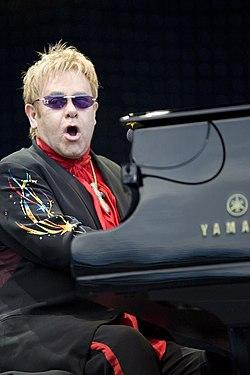 Elton John performing, 2008 2.jpg