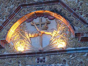 Detalle de Escudo franciscano en la Fachada de...