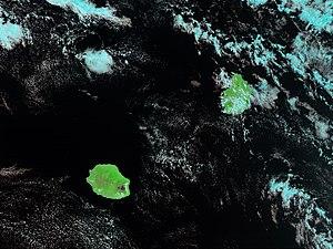 Die Inseln Réunion (links) und Mauritius (rechts)