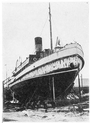 Apu (1899 icebreaker) - Avance docked, showing her icebreaker bow.