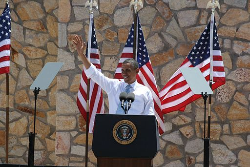 Flickr - DVIDSHUB - Obama lands at Fort Bliss during El Paso visit (Image 2 of 3)