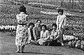 Floriade. Toeristen tussen de bloembollen op de foto in de Floriade, Bestanddeelnr 932-1175.jpg