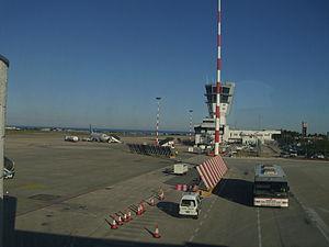Bari Karol Wojtyła Airport - Image: Flughafen Bari