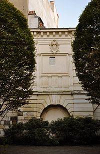 Fontaine du Trésor Paris 4e 001.jpg