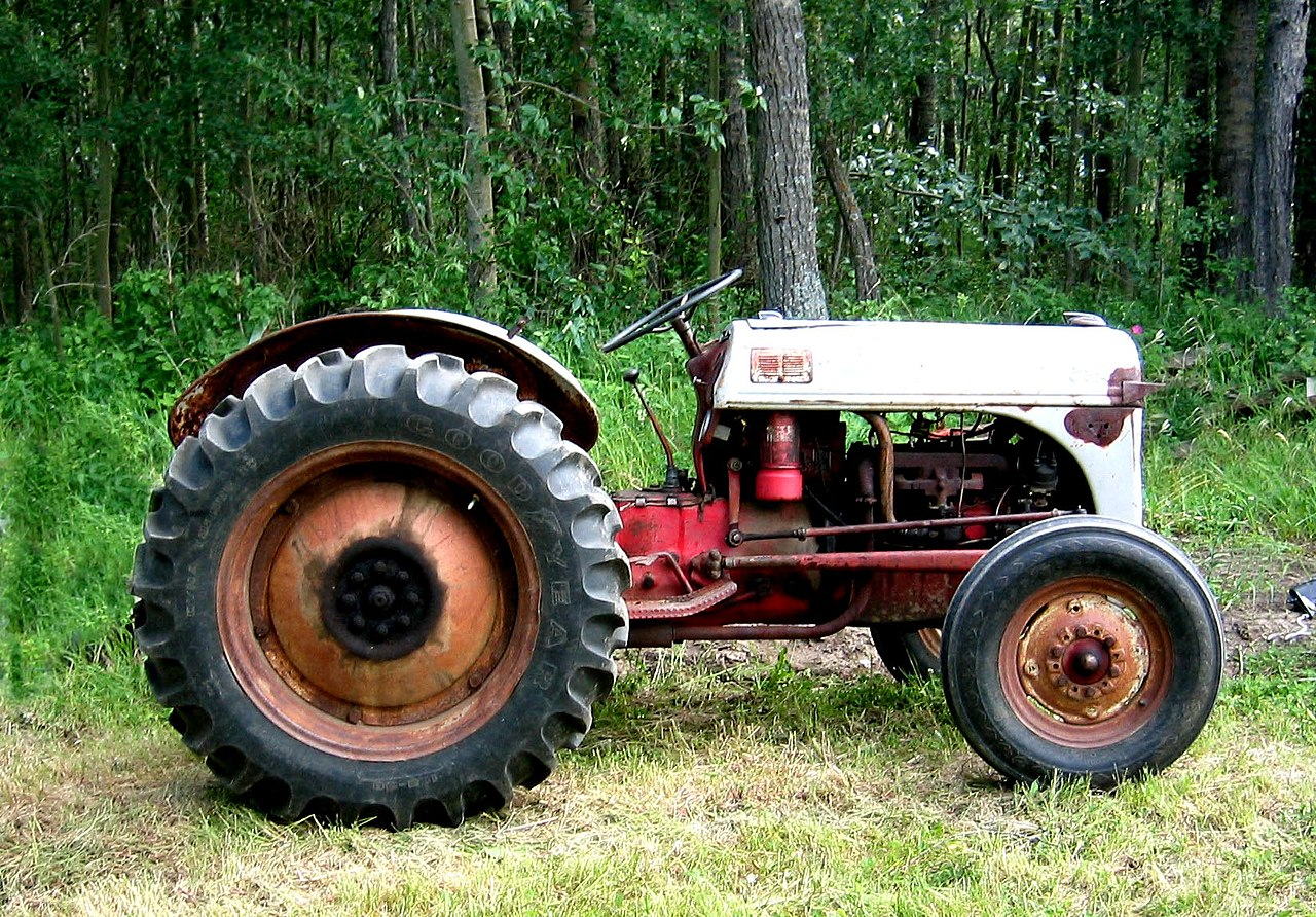 Side Picture Of Tractor : File ford n tractor side view g wikimedia commons