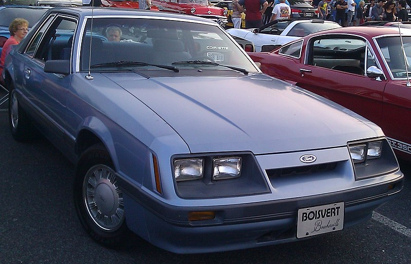File:Ford Mustang Coupe (Auto classique Faubourg Brossard '14).jpg
