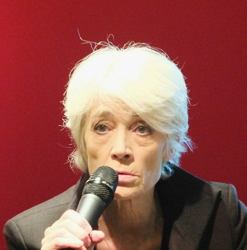 Françoise Hardy, lors de la présentation de son nouvel album et de son livre L'Amour fou, le 17 novembre 2012, à la FNAC des Ternes, Paris (17e arrond.) | Photo : Wikimedia.