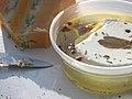 Fromage de chèvre à l'huile d'olive, aux herbes et aux baies rouges.jpg