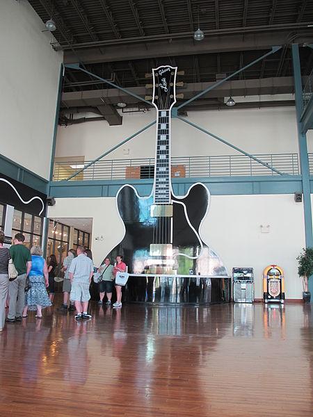 File:GMFT1 Gibson Memphis Factory lobby.jpg