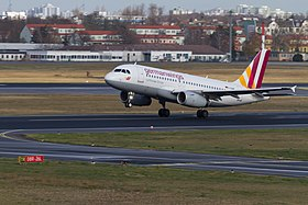 Le D-AIWT de la compagnie Germanwings à l'aéroport de Berlin-Tegel.