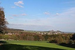Links Vetzberg, rechte Gleiberg; Ansicht westl. Rodheim-Bieber