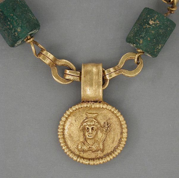 File:Gold Necklace with Medallion Depicting a Goddess LACMA 50.22.20 (2 of 2).jpg
