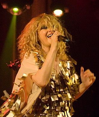 Goldfrapp - Image: Goldfrapp Live 2010