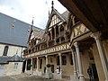Hôtel-Dieu de Beaune - Cour d'Honneur (35614964156).jpg