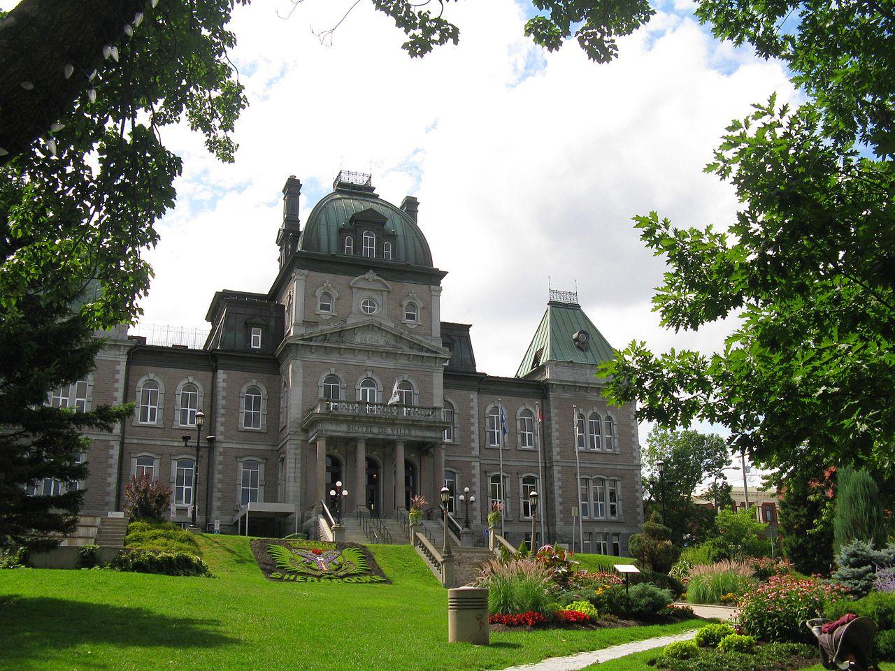 File h tel de ville de sherbrooke par un beau jour d 39 t for Hotel de ville