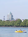 Hannover Maschsee VW tower 2007 by-RaBoe.jpg
