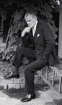 Harry Andrews 4 Allan Warren.jpg