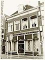 """Houttil 34, Hotel Café Restaurant """"Marktzicht."""" Lijstgevel, kroonlijst, puilijst, segmentbogen. - RAA011001817 - RAA Elsinga.jpg"""