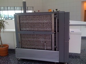 IBM 701 - IBM 701 processor frame, showing 1071 of the vacuum tubes