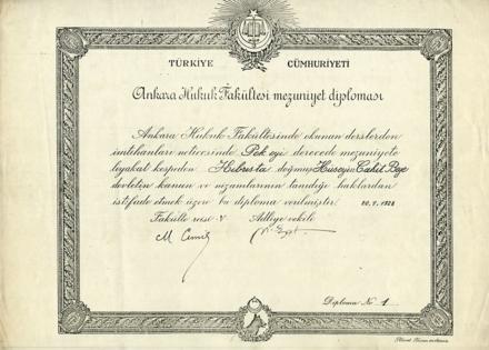 Ankara Hukuk Fakültesi'nin Hüseyin Cahit Bey adına düzenlenmiş 1 numaralı ilk diploması (1928).  1928 yılına ait Ankara Hukuk Fakültesi kayıt kabul şartları.
